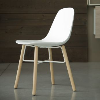 Babah Wood - Chair in natural varnished wood and white polyurethane