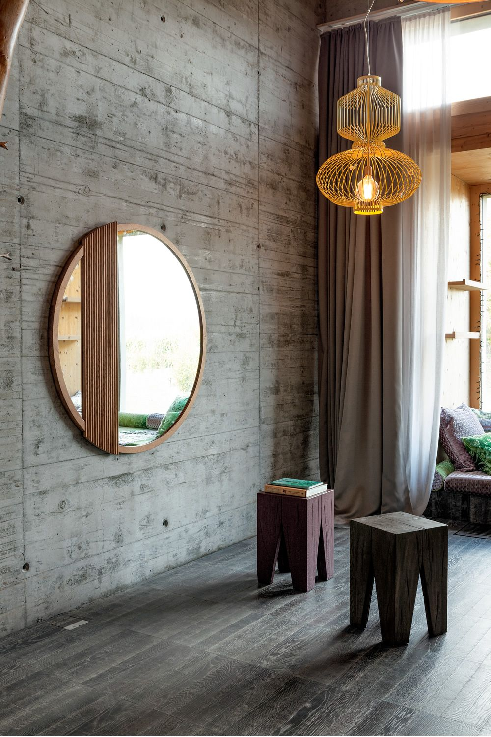 Mirror with frame in oak wood, Holand natural finish, matched with Grind stool