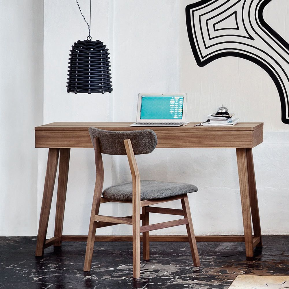 Chairs and tables: Gray 50