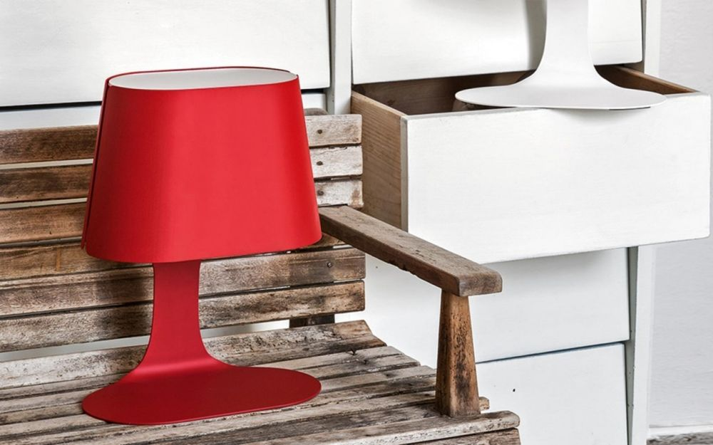 Calligaris table lamp made of metal, red colour