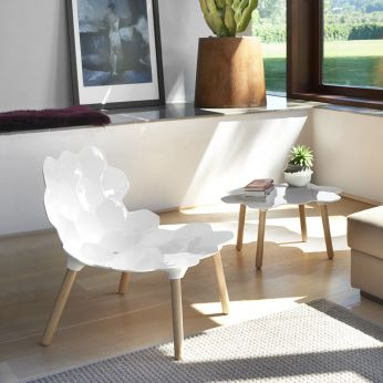 Tarta - Design chair made of beech wood with lacquered polyurethane seat in absolute white colour, matched with Tarta-T coffee table