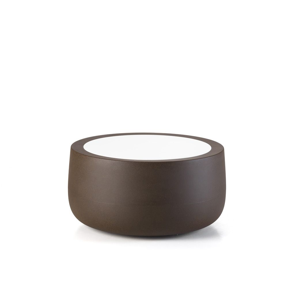 Plust coffee table in polyethylene with golden rust structure and white tabletop