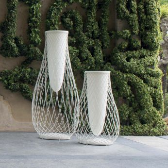 Heaven V - White varnished steel vases with an height of 163 cm or 103 cm