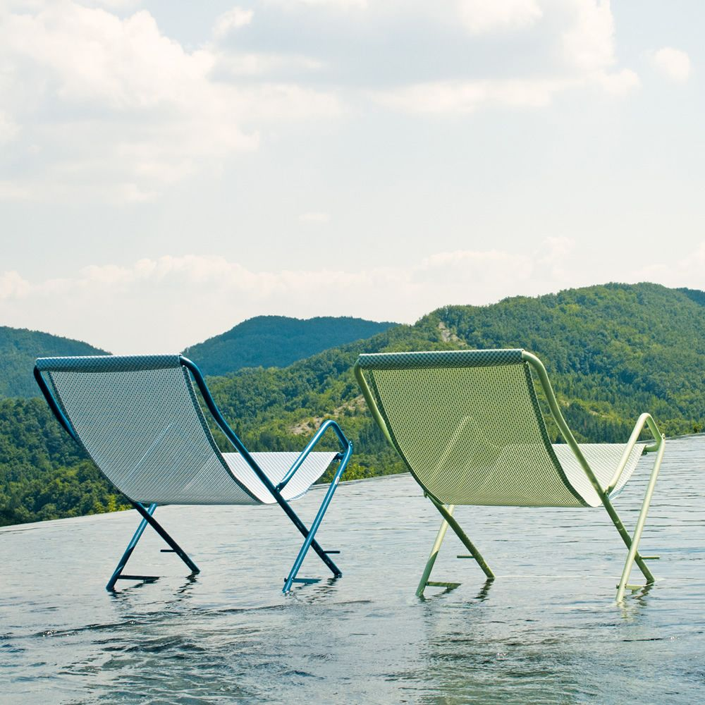 Deckchairs in blue or green