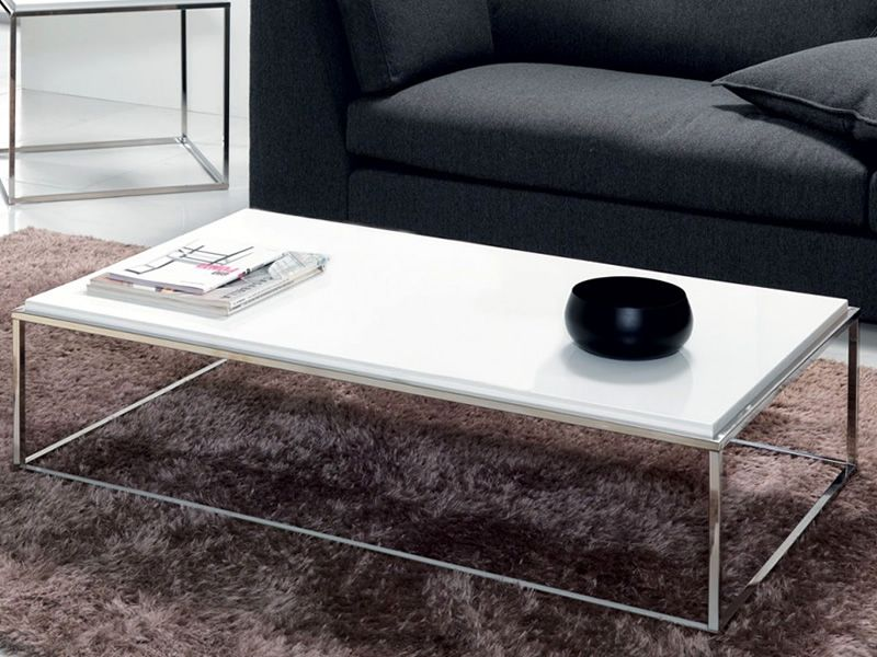 Coffee table in metal with opaque white laminated top