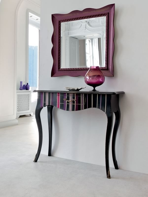 Classic console made of black lacquered old-looking wood with plum-black striped decoration, matched with Marte 4956 mirror