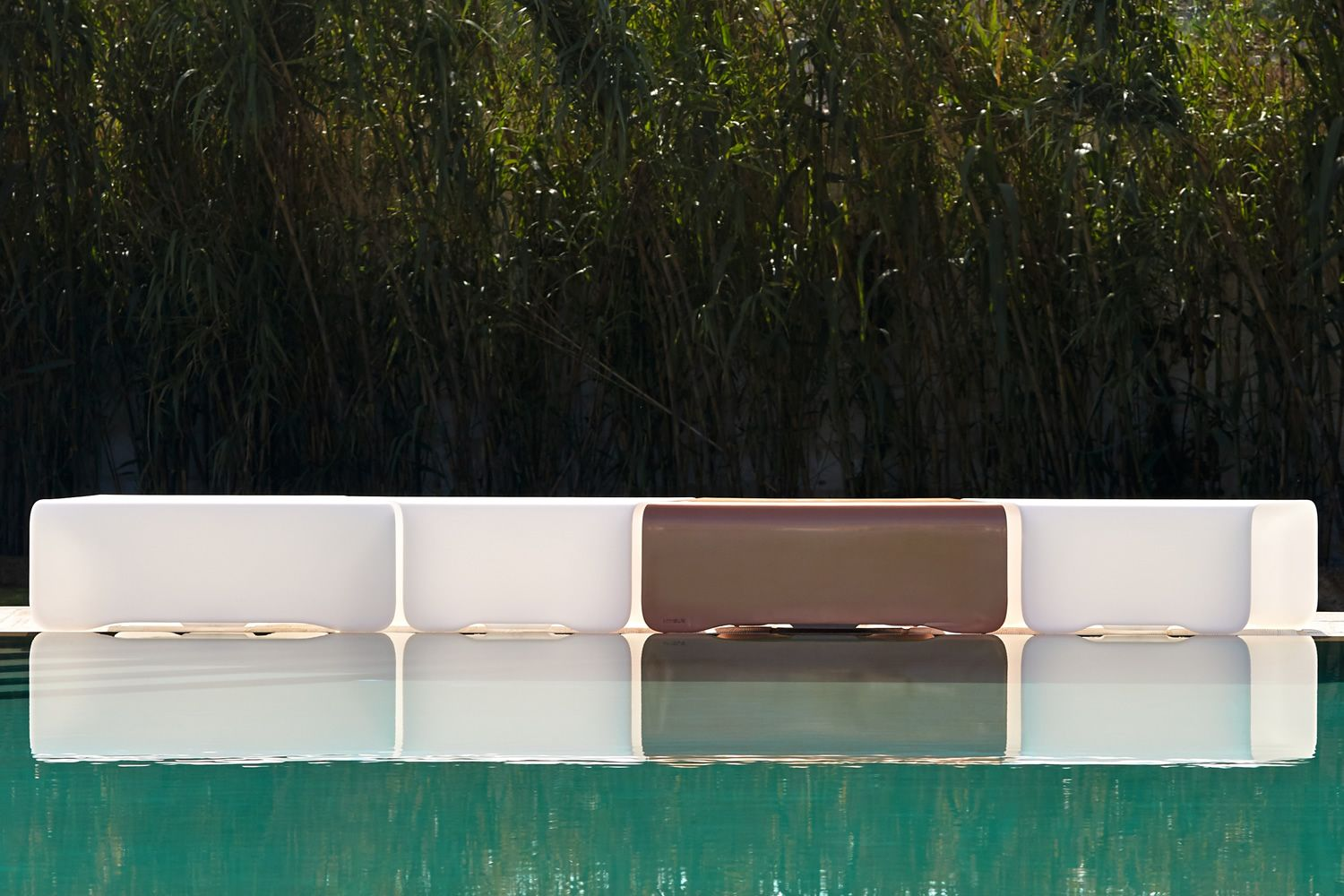 Benches made of Poleasy®, different colours available, also for outdoor