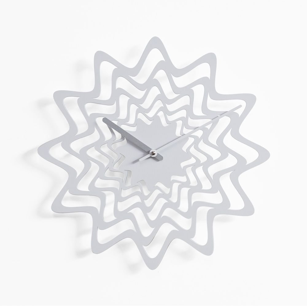 Wall clock in white varnished steel