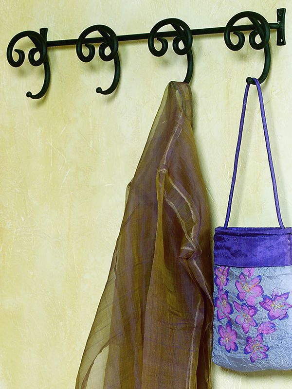 Porte-manteau mural en fer peint couleur graphite, dimension large
