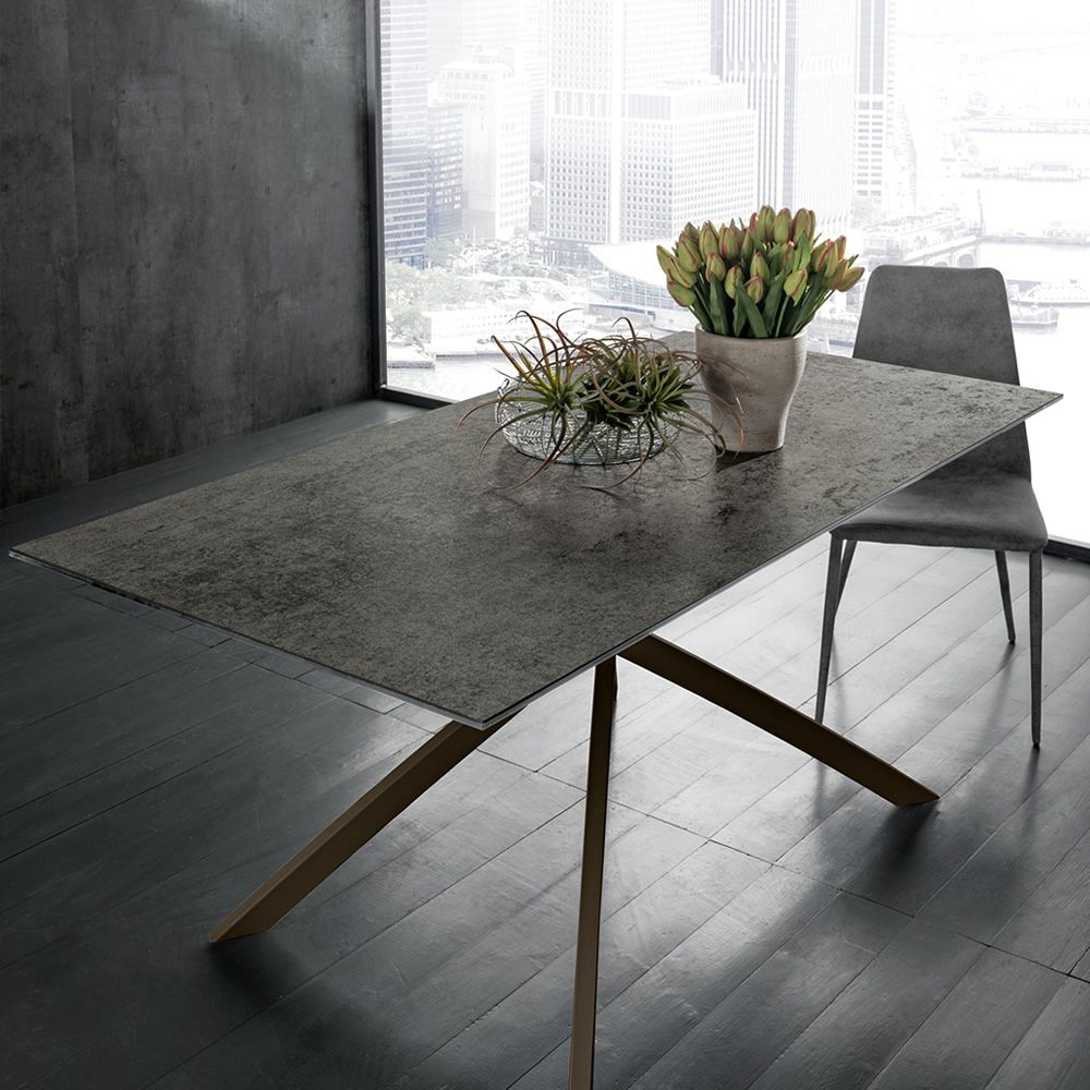 Metal table varnished in corten colour, with anthracite ceramic top