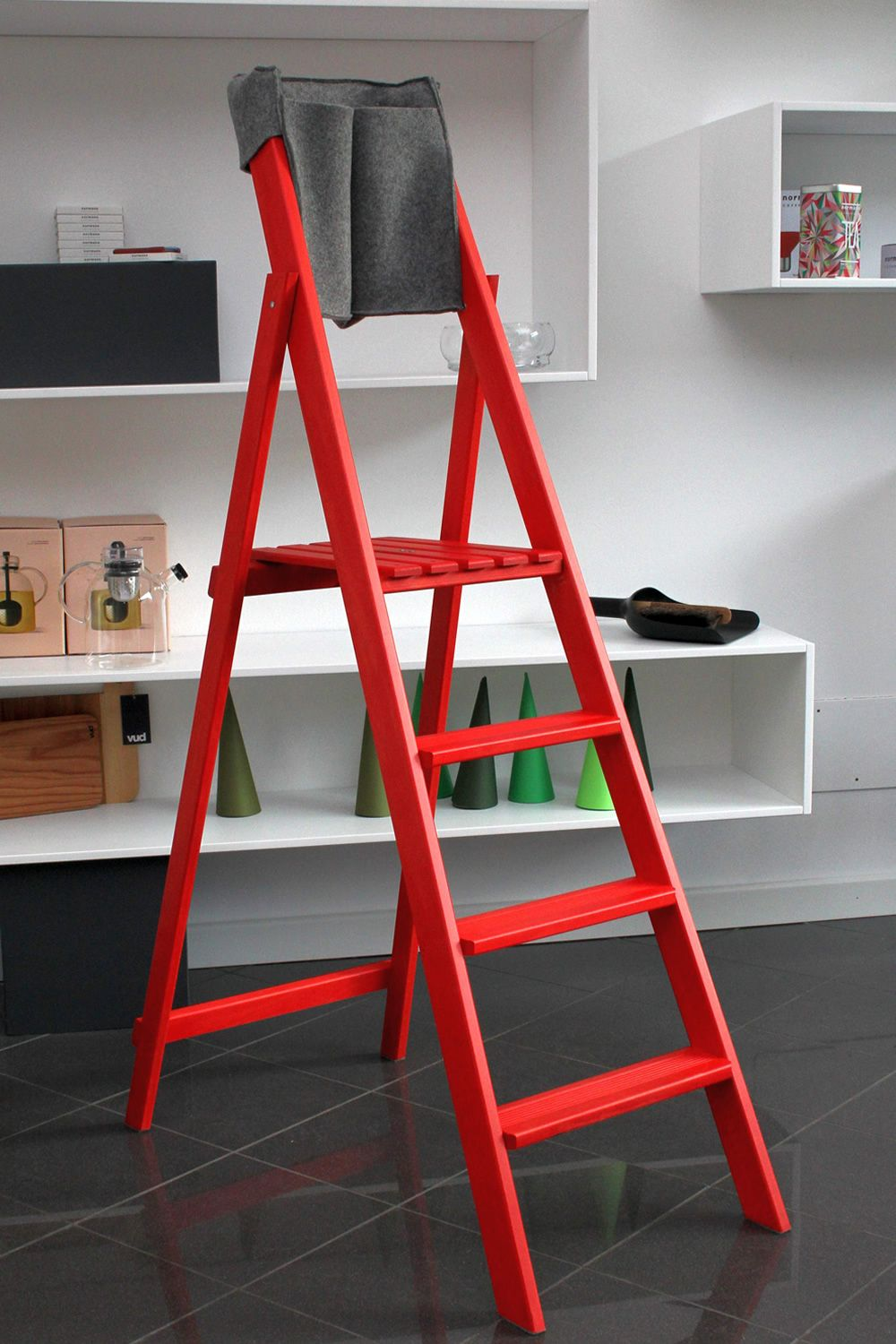 Folding ladder in solid beech wood, red colour S