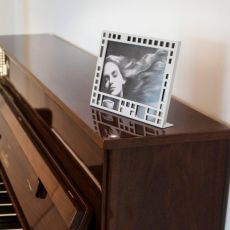 City F - Photo frame in metal, available in several colours
