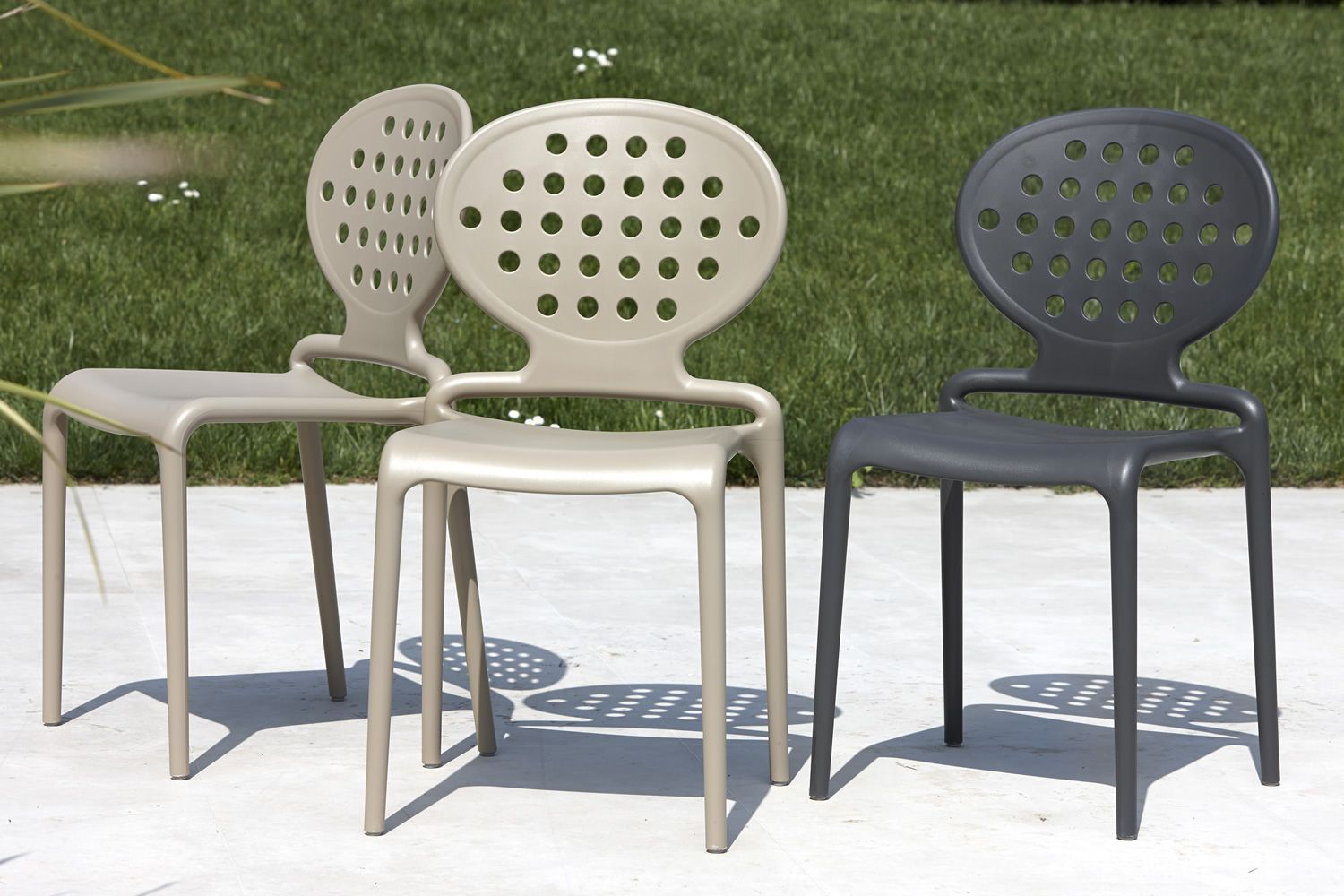 Technopolymer chairs, in dove grey and anthracite grey colour