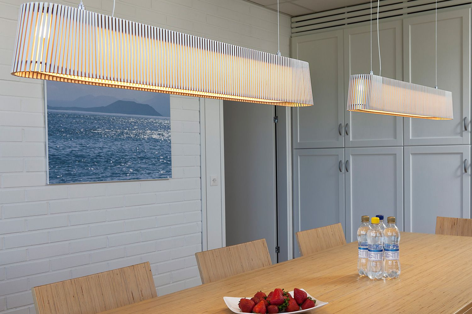 Suspension lamp in wood, white colour