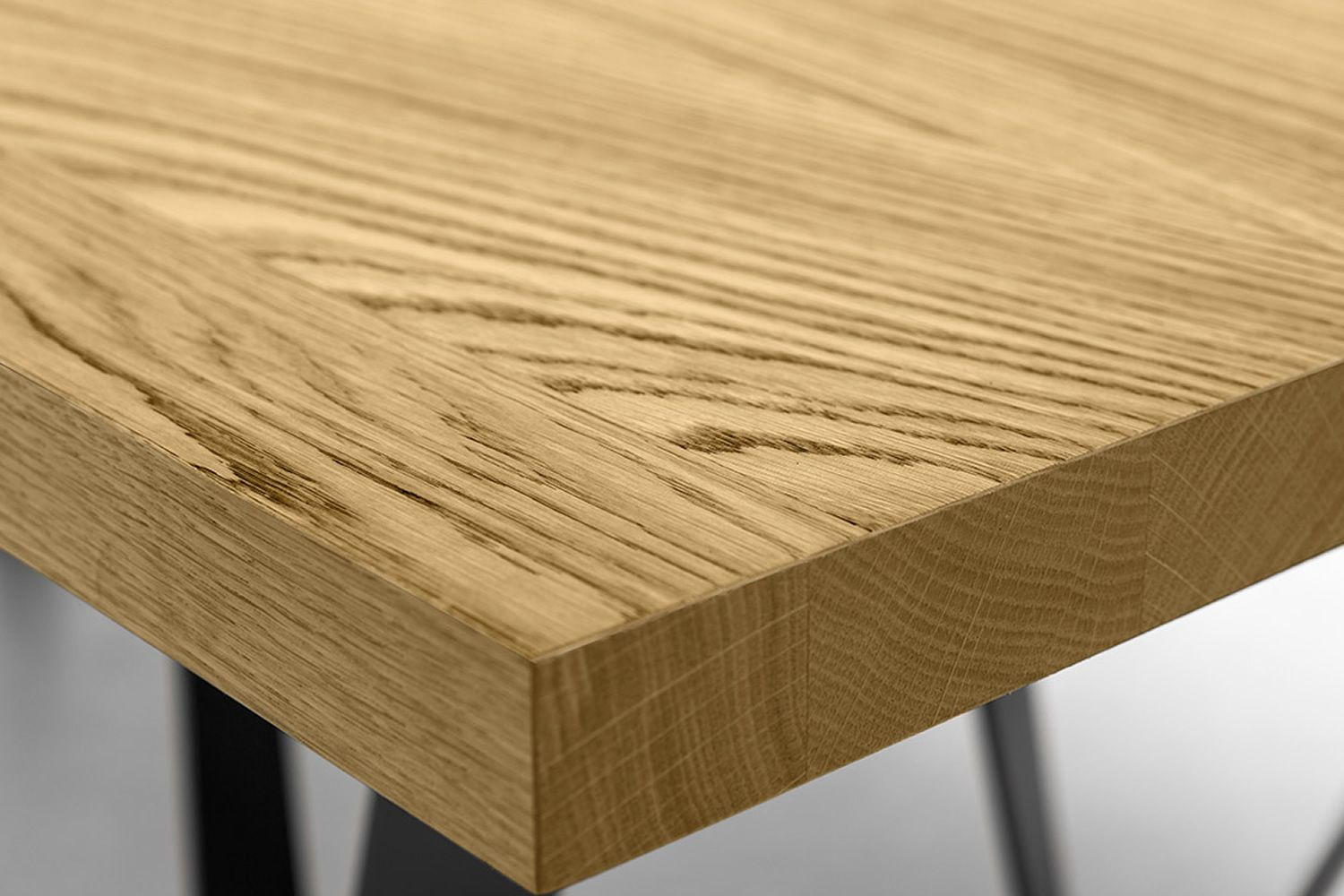 Detail of the top in natural oak