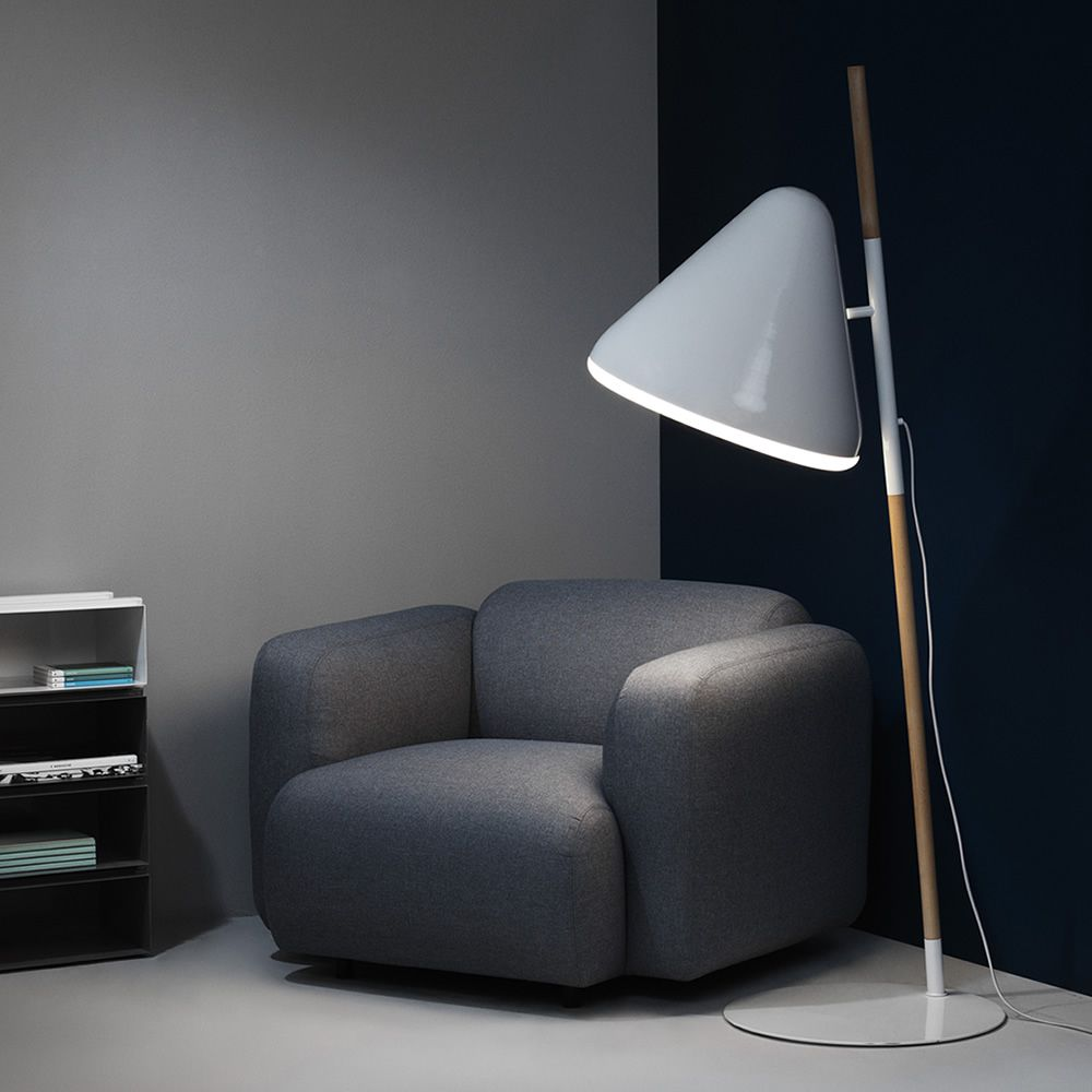 Floor lamp made of beech wood, base and lampshade in whte lacquered steel