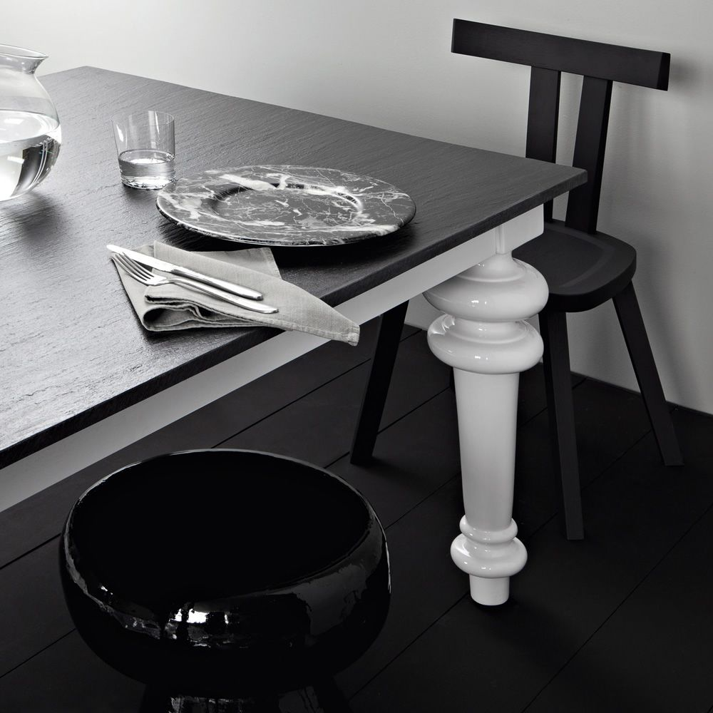 Rectangular table in white china, with slate top