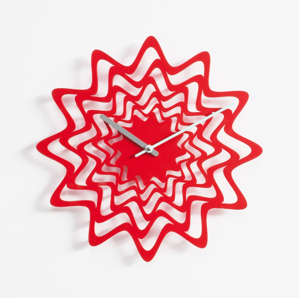 Wall clock in red varnished steel
