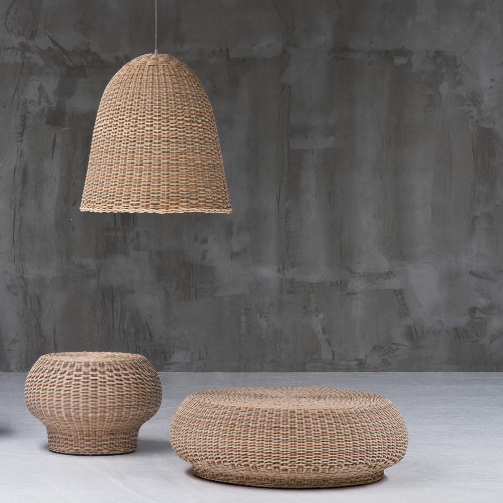Coffee-table-pouffe in natural melange rattan, matched with Bell suspension lamp