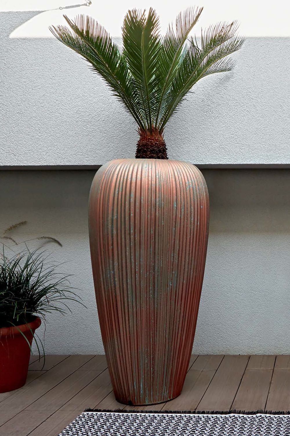 Vase made of Poleasy®, in copper colour with oxidized paint effect, also for outdoor (size: L)