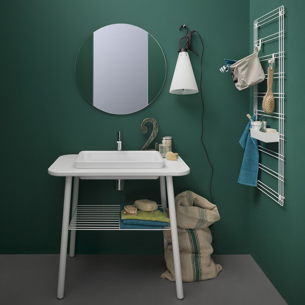 Storage grid in white colour, matching with Acqua e Sapone bath cabinet, Acqua R mirror