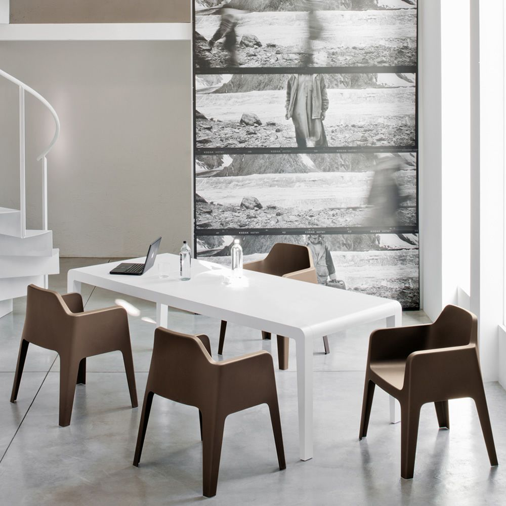 Chairs and tables: Plus 630