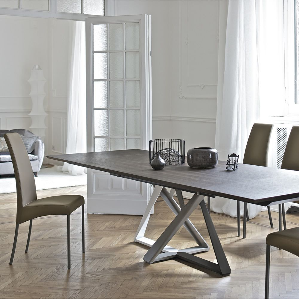 Table with pedestral in multicolored lacquer (white, sand, mud and dark brown) and Spessart oak top