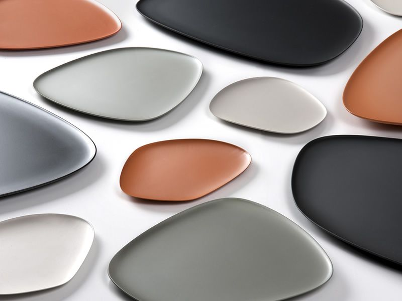 Kartell plates in several colours