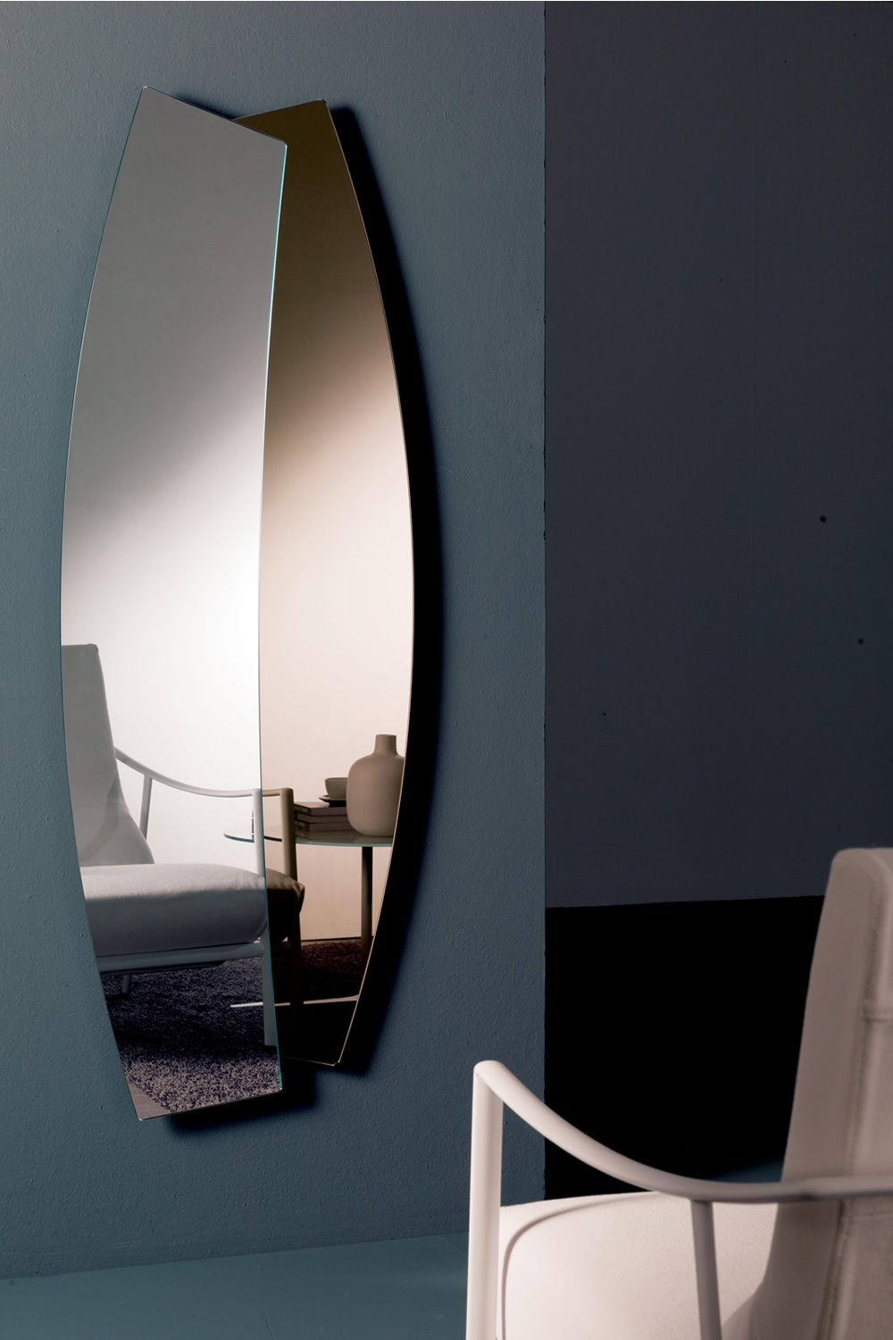 Two-color mirror, vertical position