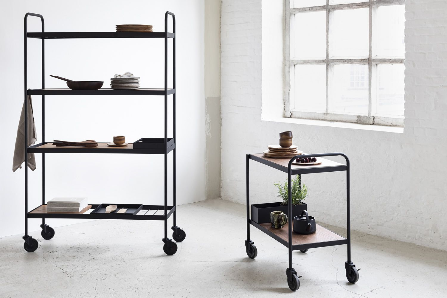 Serax design trolley, in metal with wooden shelves, equipped with wheels