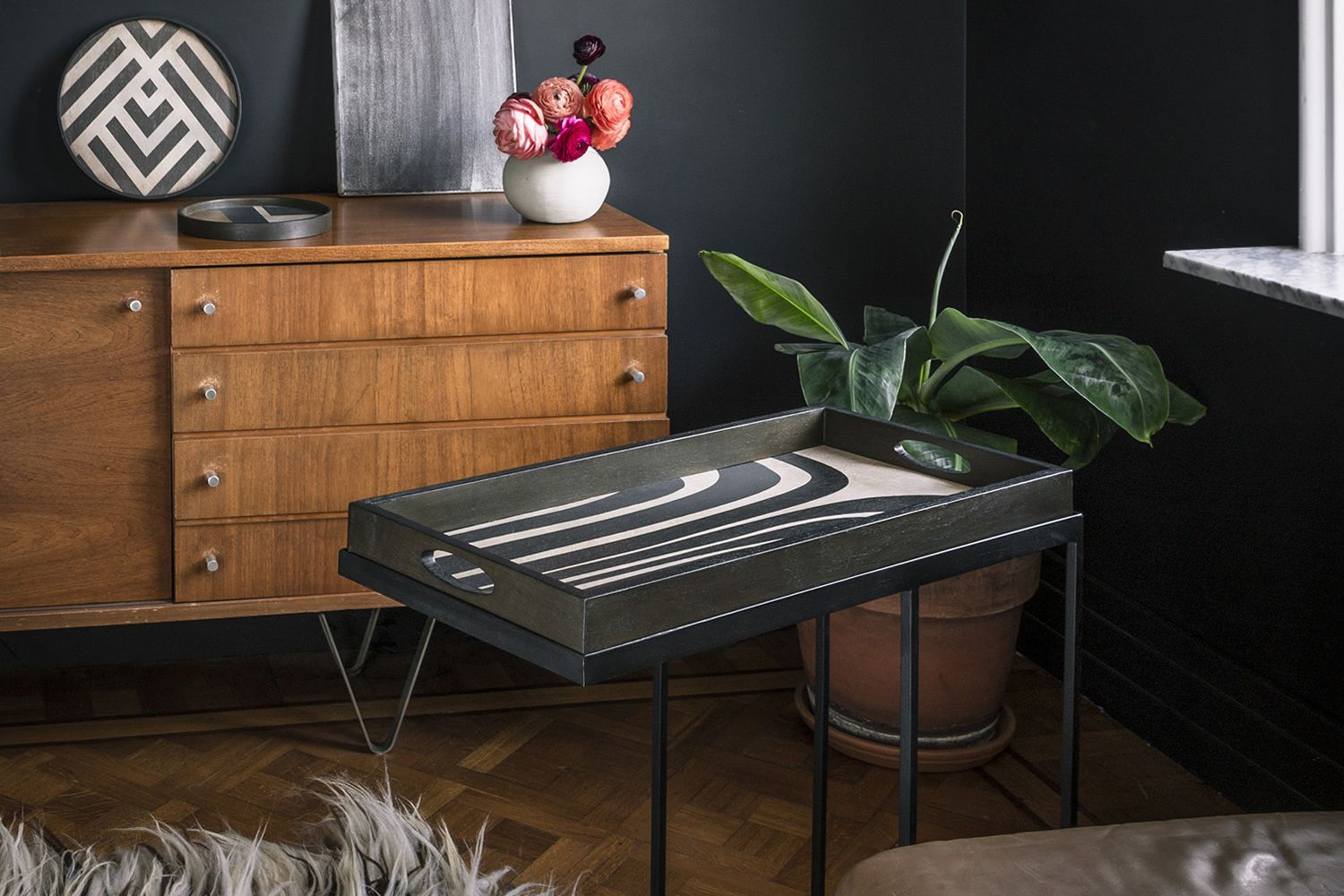 Ethnicraft coffee table, in metal and wood - with Graphite Curves model tray
