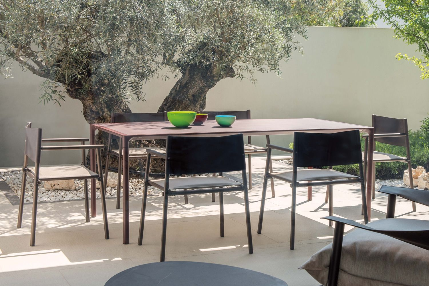 India brown varnished metal armchairs, matching with Terramare 738 table