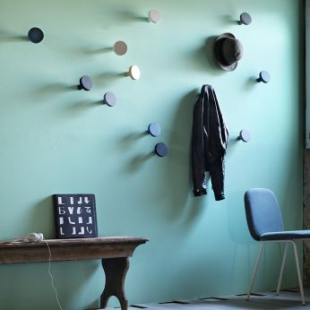 Chiodo - Coat hanger in wood, available in different colours
