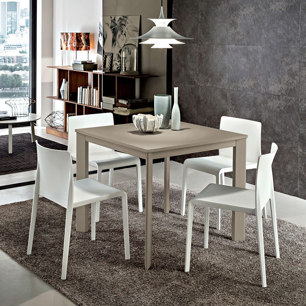Extendable table in Ottawa beaver varnished aluminium, matching with Volt 670 chairs