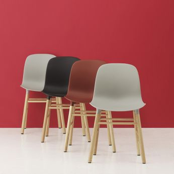 Form-W - Oak chair with polypropylene seat, different colours available