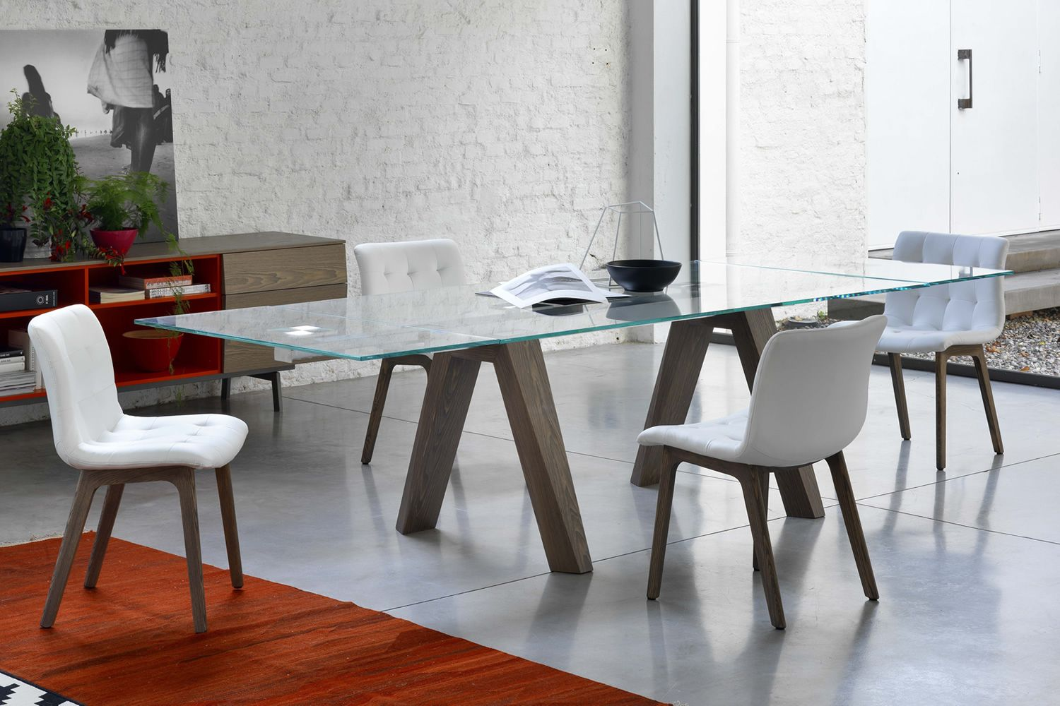 Table in spessart oak with transparent glass top