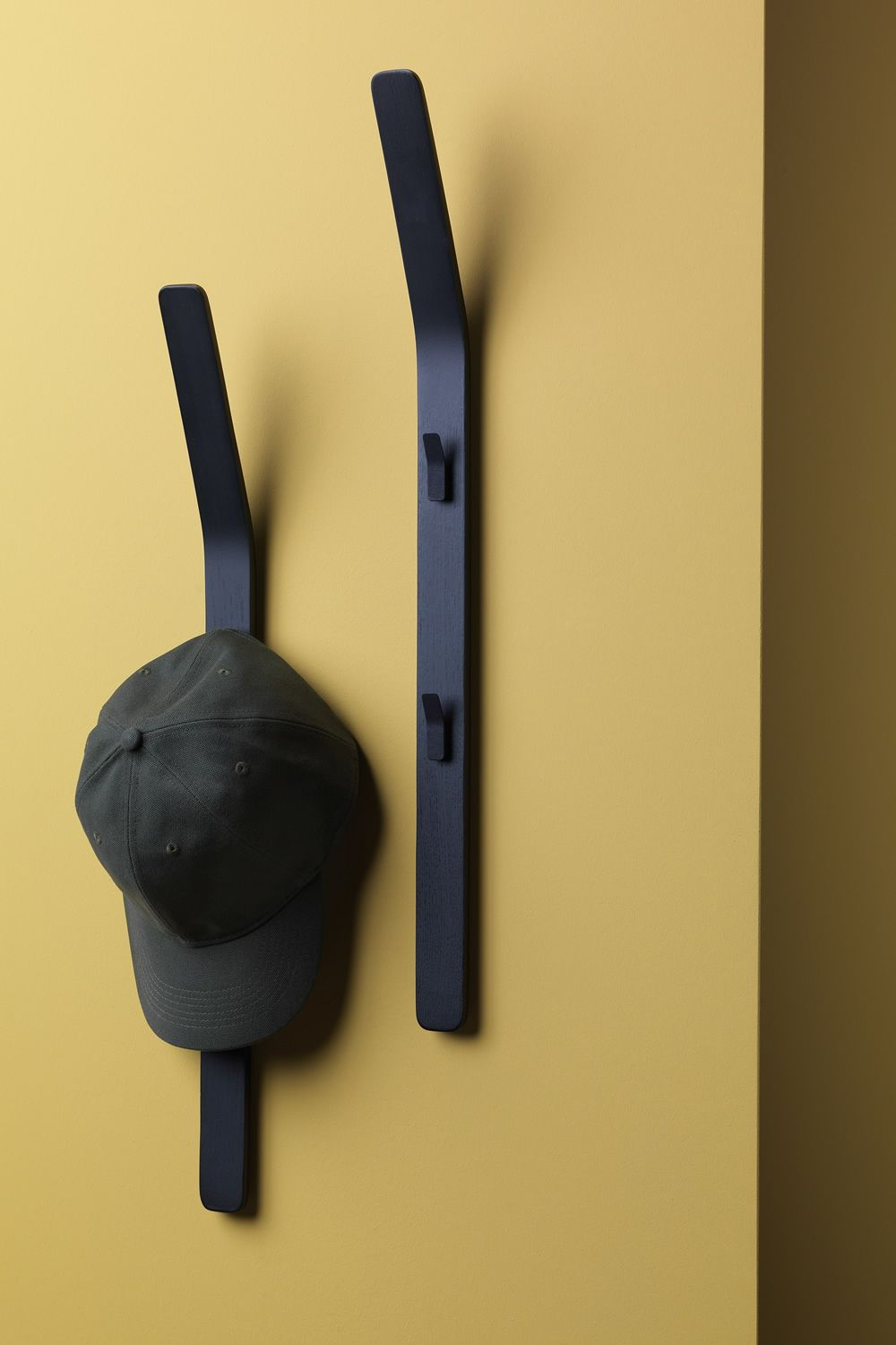 Wall coat rack in black lacquered ash wood