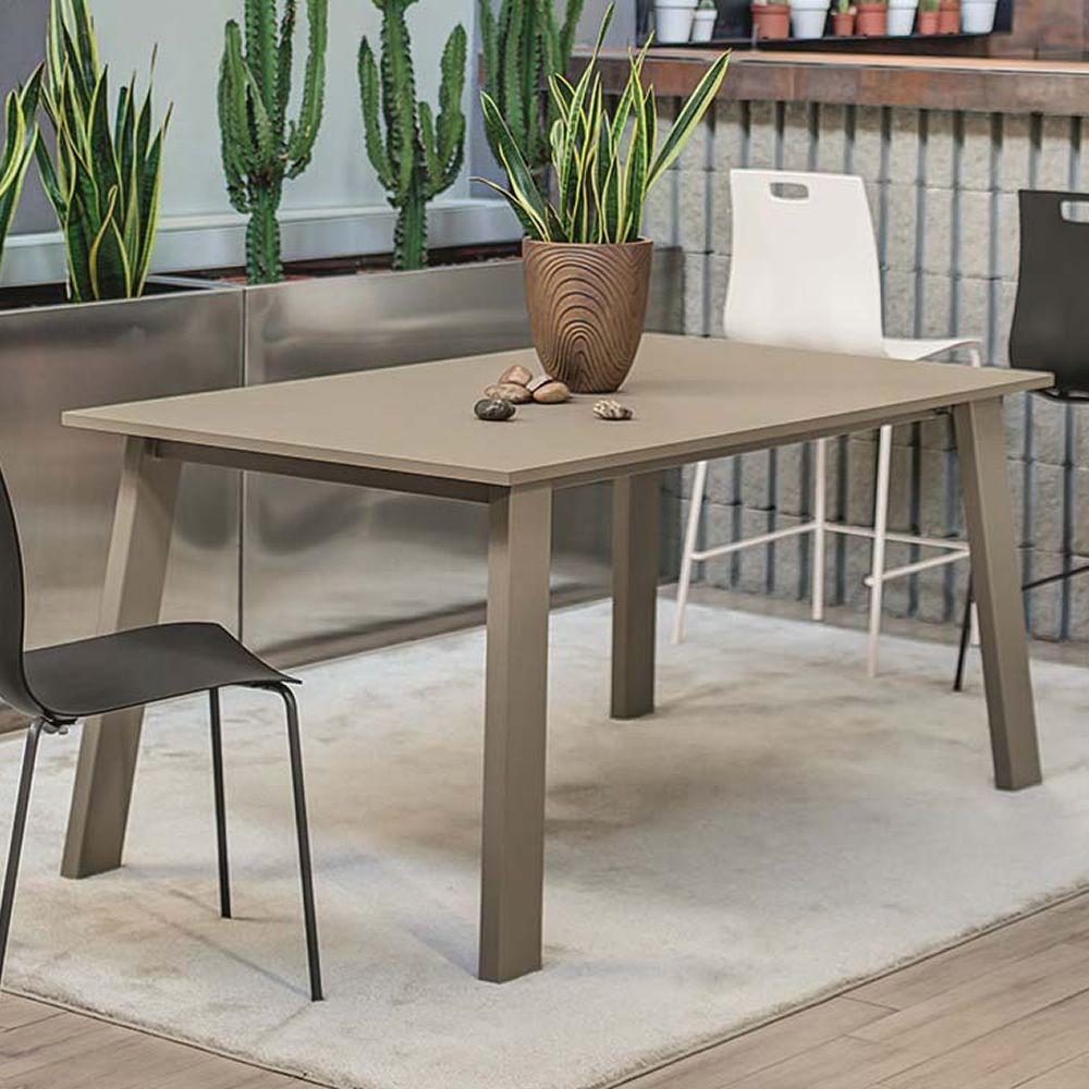 Table in sand lacquerd metal and top in Ottawa grey Fenix