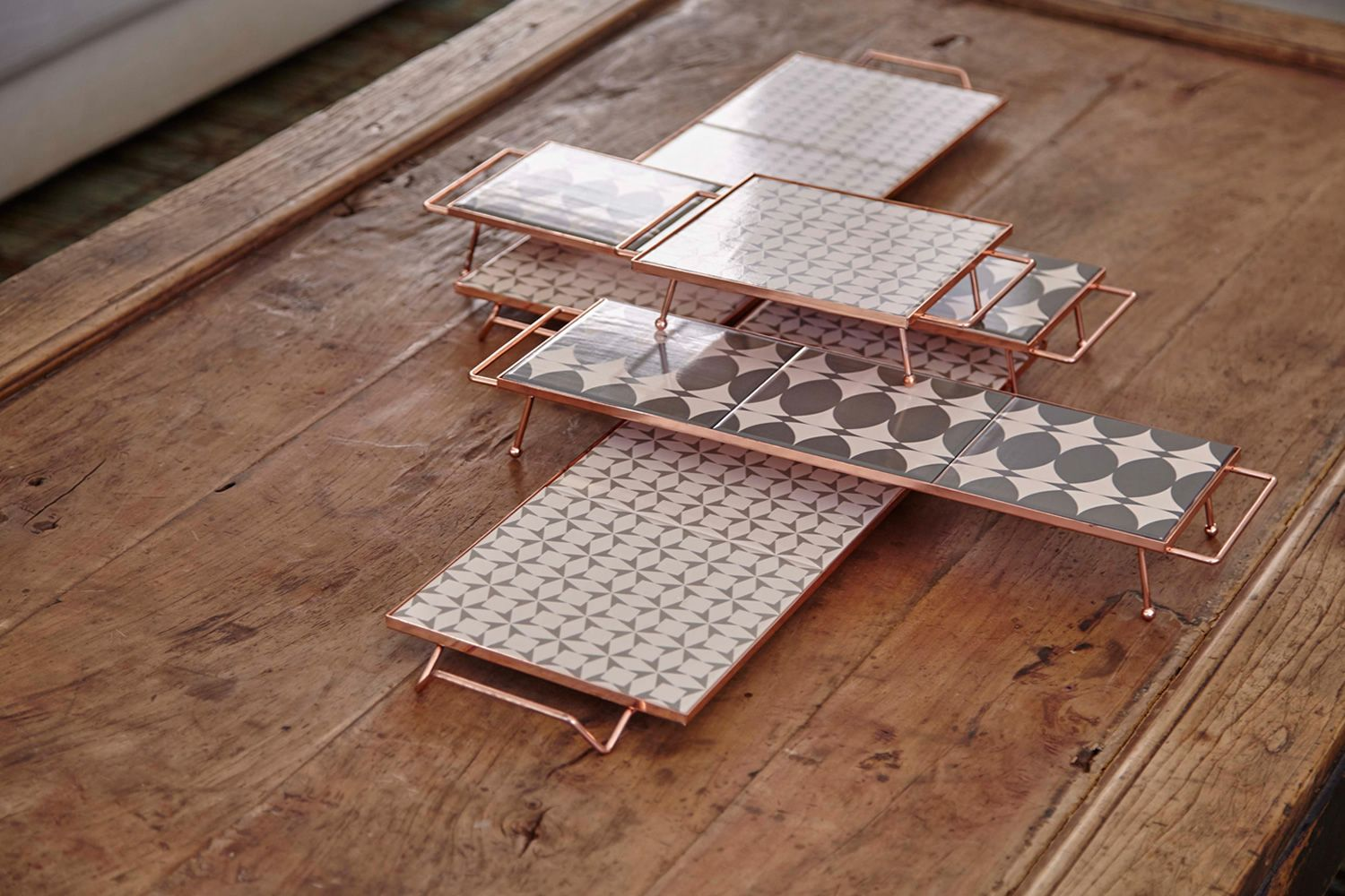 Tray in metal, S and M models, light grey colour