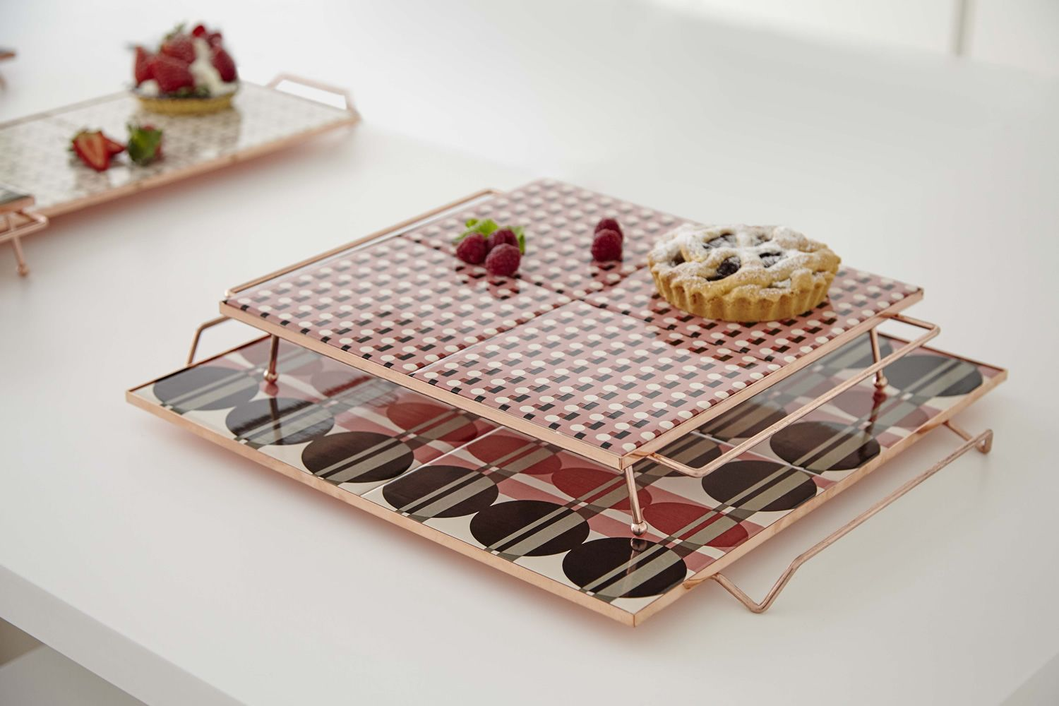 Tray in metal, with ceramic top, available in different dimensions and colours