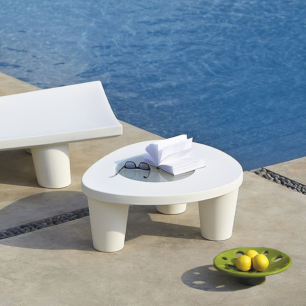 Garden coffee table made of white polyethylene and transparent glass