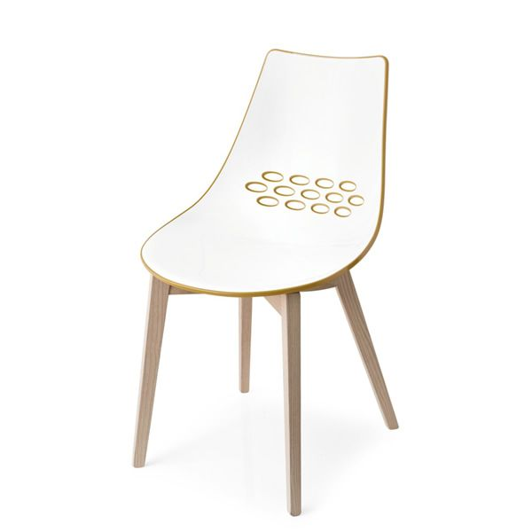 Chaise en frêne à finition naturelle, assise en technopolymère bicolore, version blanc/jaune moutarde