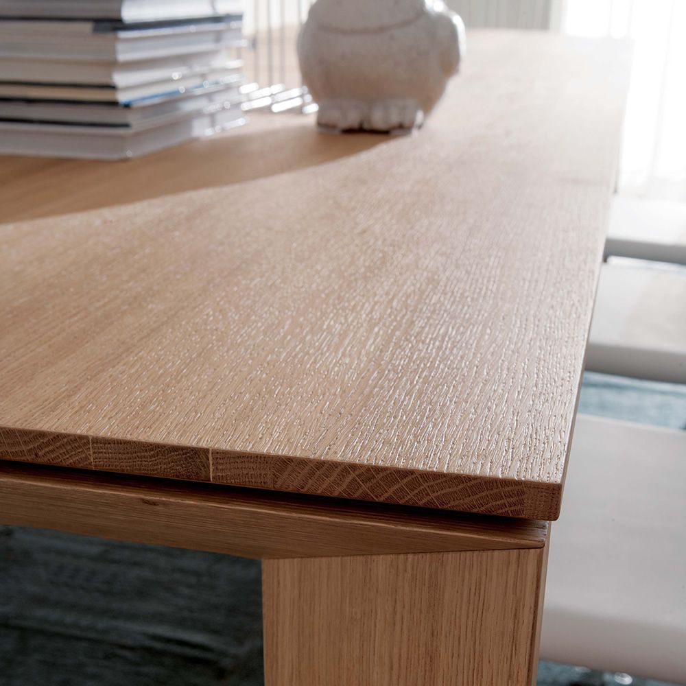 Detail of the natural wild oak top