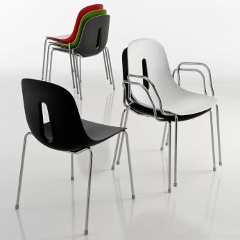 Gotham - Metal and polyurethane stackable chair