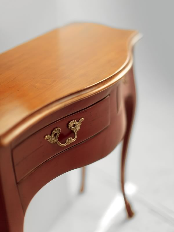 Detail: classic console made of red lacquered old-looking wood, with old-looking Nevada cherry top (Two-coloured version)