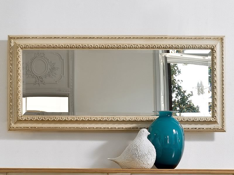 Rectangular mirror with classic frame made of crete beige lacquered old-looking wood