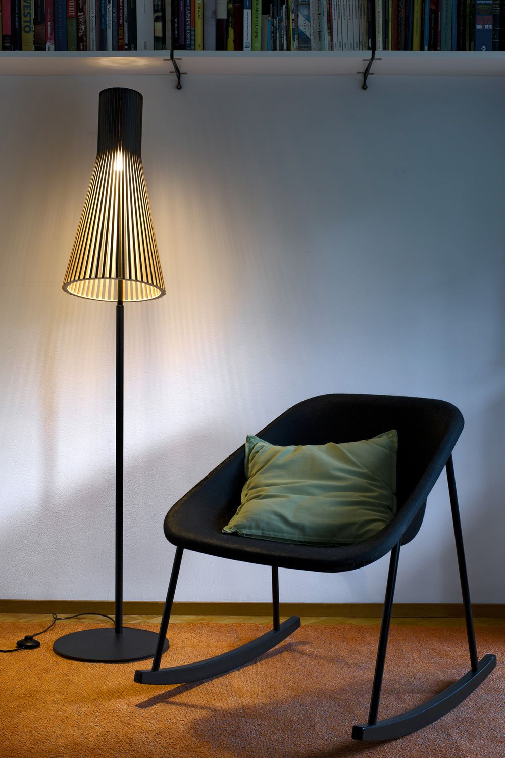 Floor lamp in metal and wood, black colour