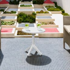 Circle - T - Coffee table in aluminium, in several colours, also for garden