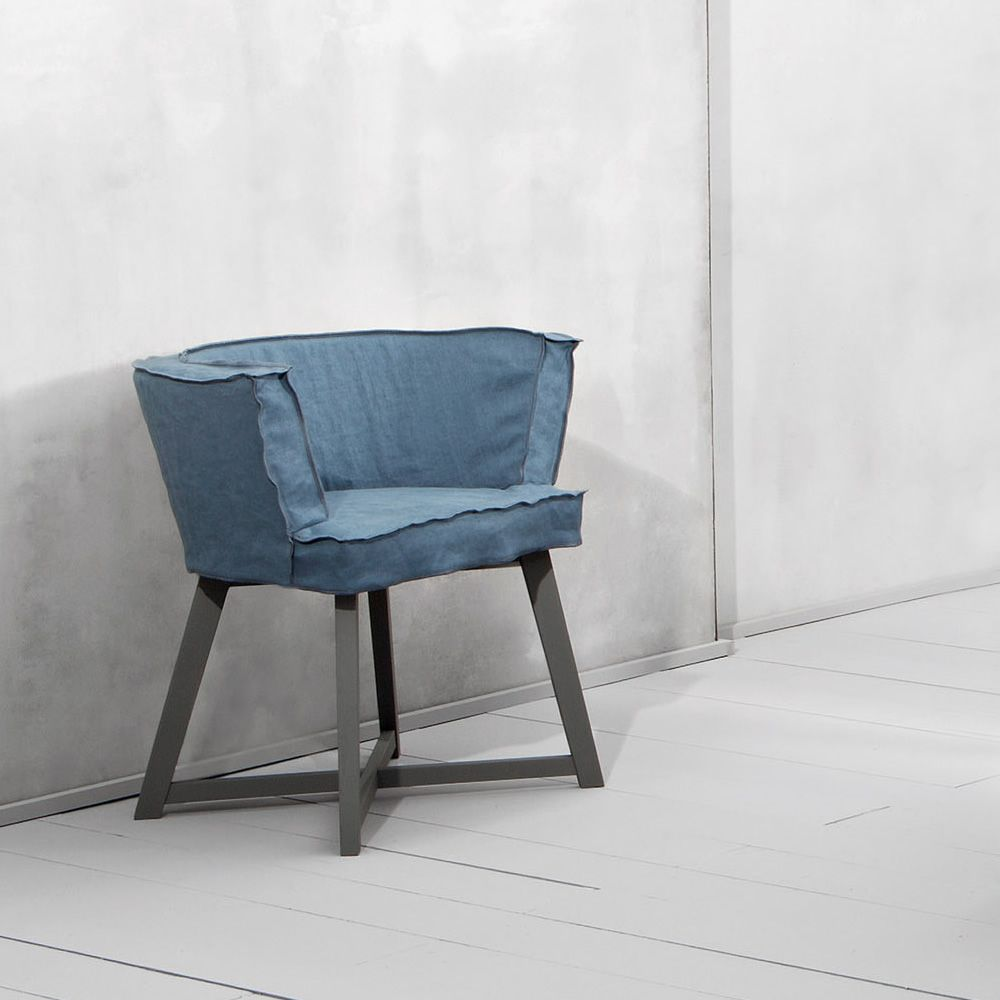Chairs and tables: Gray 26