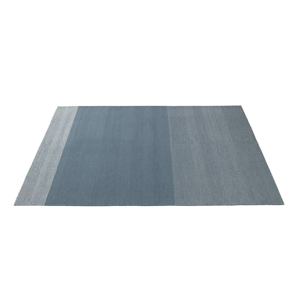 Varjo Carpet Size (cm) 200 cm x 300 cm Colour Light blue